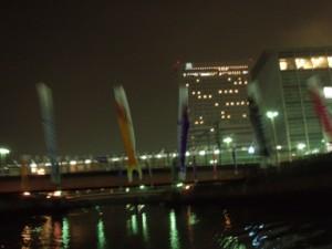 堺駅前の鯉のぼり(雨に濡れて元気がありません)